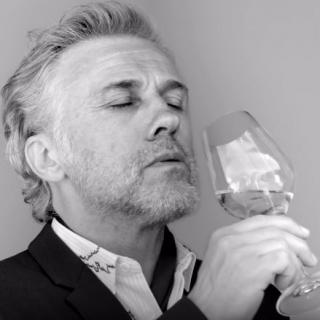 性感爷爷教您品香槟DOM PERIGNON